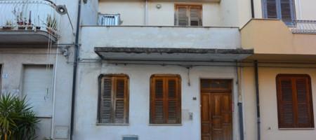 (Italiano) Casa via Savonarola