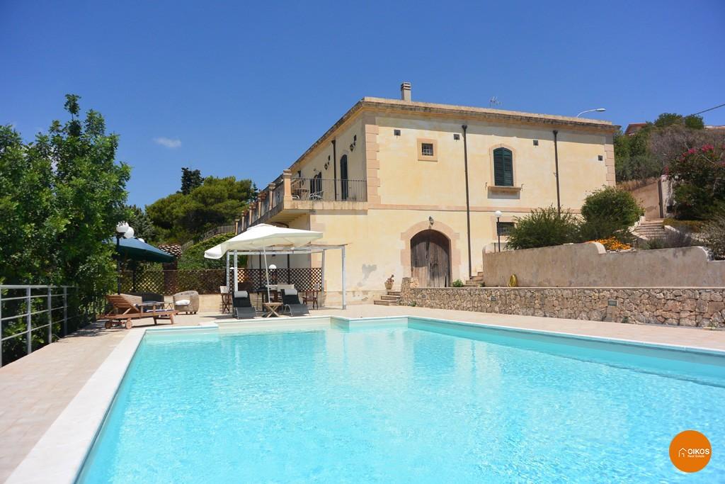 Villa a san giovanni oikos immobiliare for Amaretti arredamenti villa san giovanni