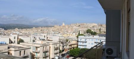 (Italiano) Appartamento via Ugo Lago