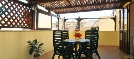 Casa con terrazzo in vendita in via Mandalà