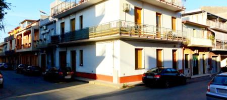 Casa indipendente con terrazzo e garage ad Avola