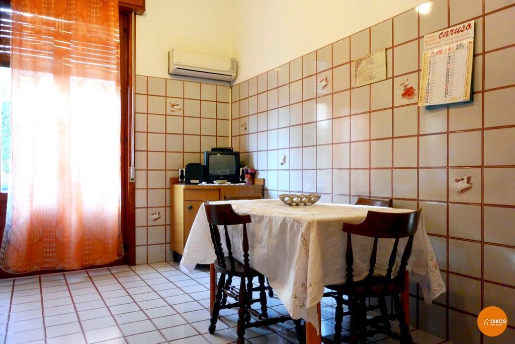 Casa indipendente su due livelli con terrazzo e garage ad for Casa su due livelli