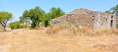(Italiano) Terreno con fabbricato rurale in c.da Carcicera