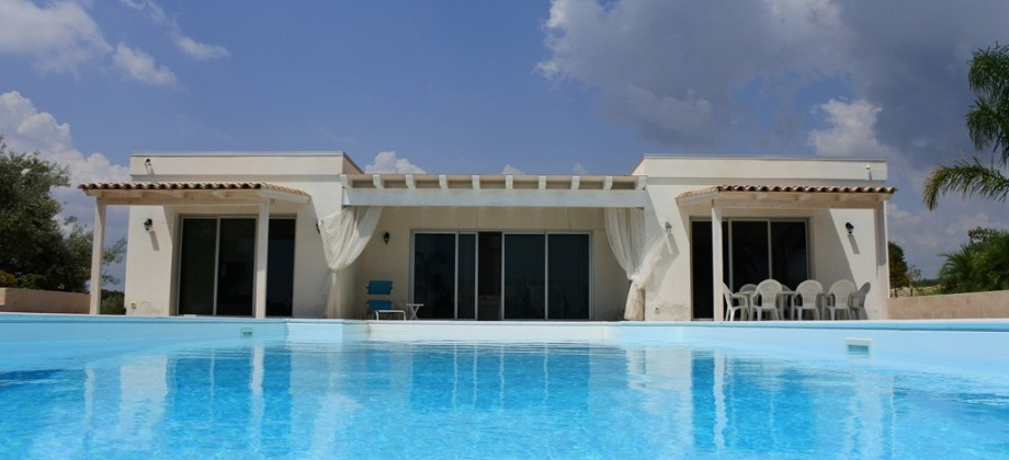 Villa with swimming pool in the Noto countryside