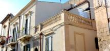 (Italiano) Casa con terrazzino via Aurispa