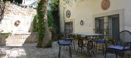 Casa in centro storico con giardino