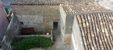 (Italiano) Casa con corte interna e terrazzo in via XX Settembre