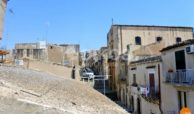 Casa con terrazzino in via Galilei Noto