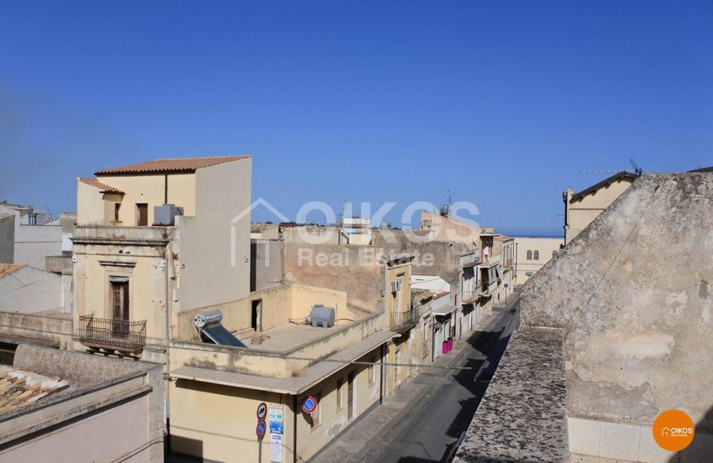 Casa con terrazzo via Cirillo