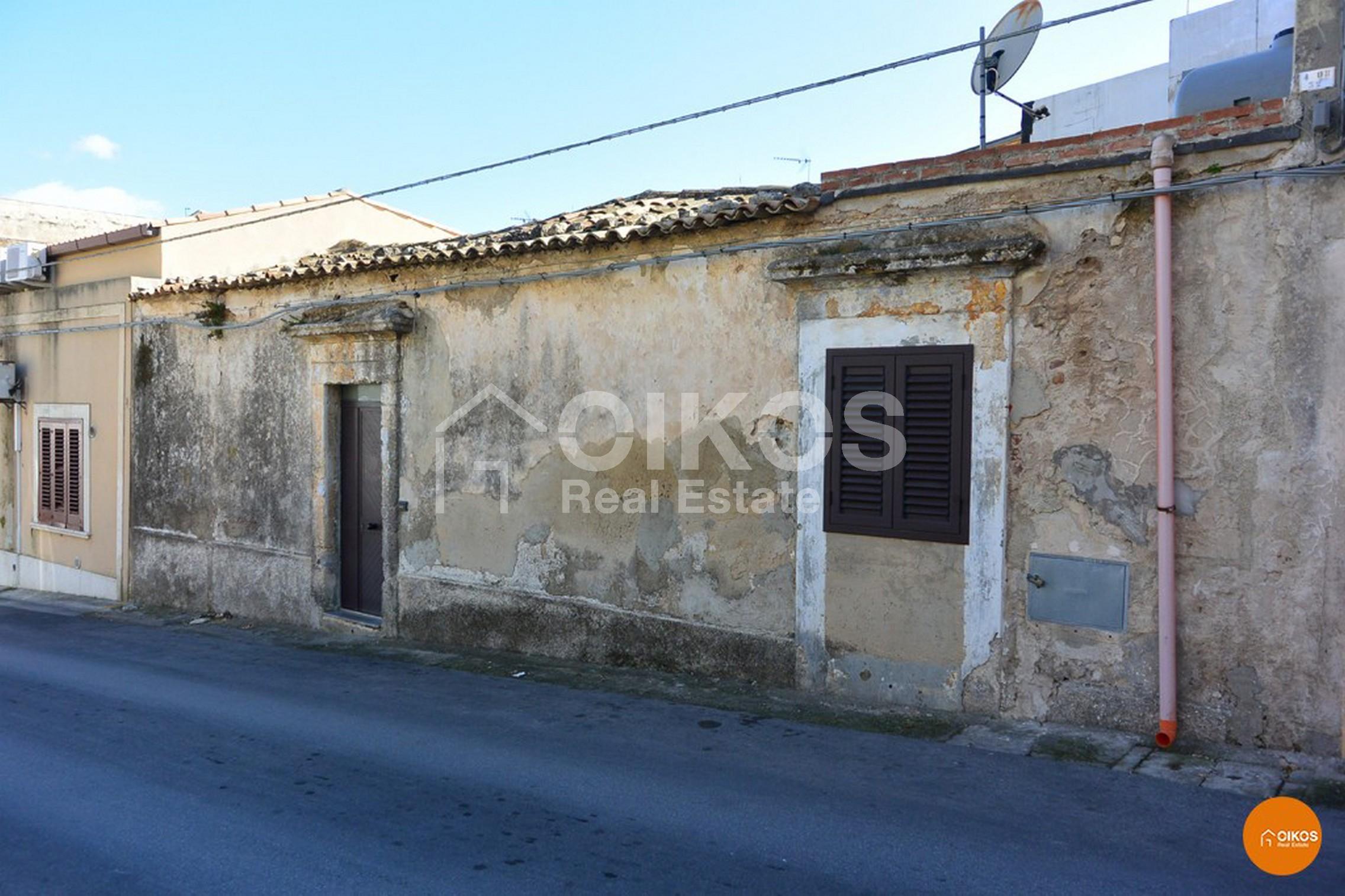 Casa indipendente in via Bozzari Noto