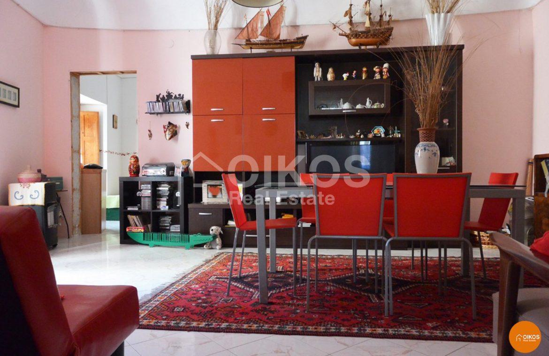 Palazzetto con terrazzo e garage in via Cirillo