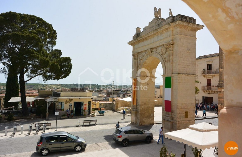 Terrazzo in Porta Reale al Corso Vittorio Emanuele Noto