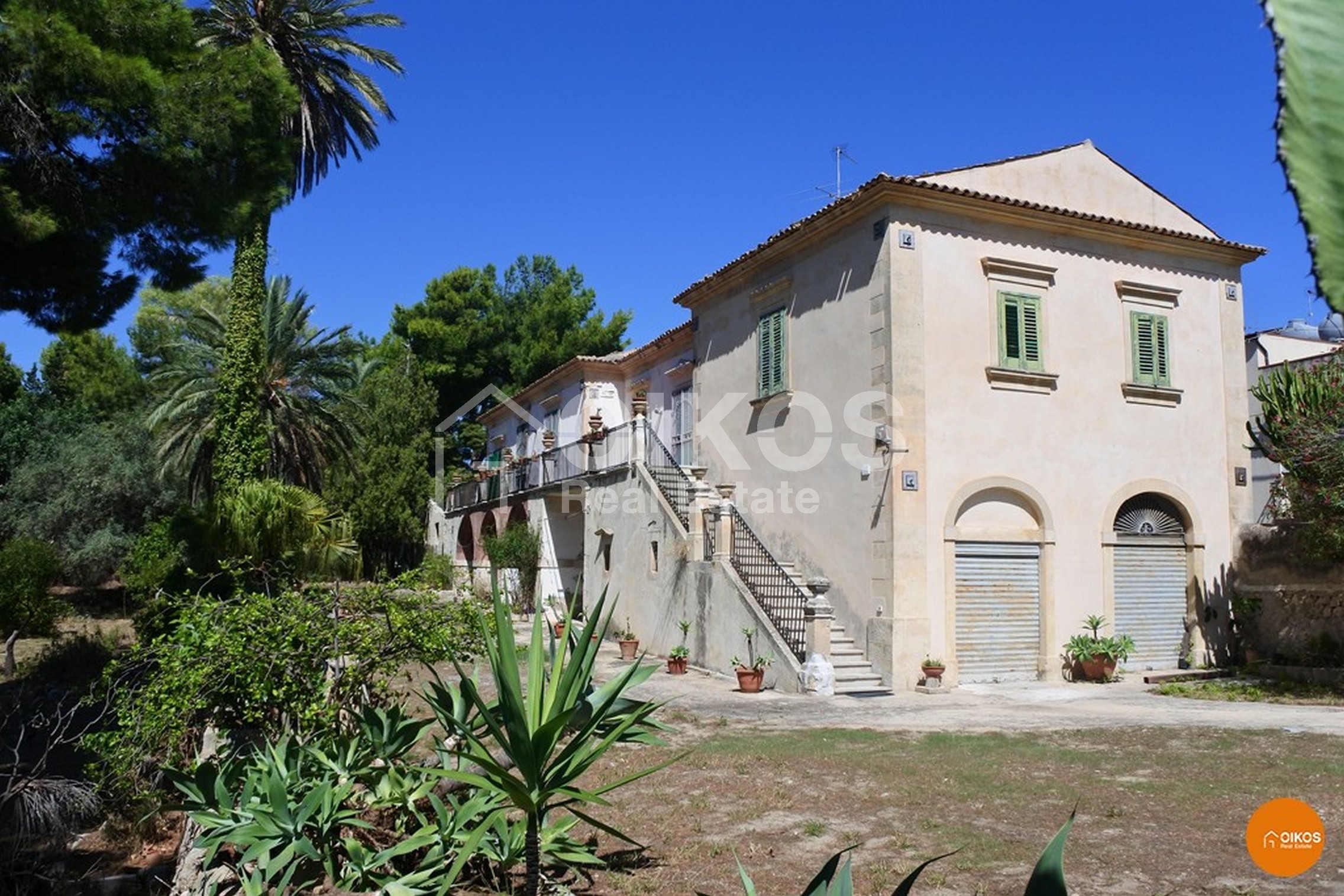 Villa ottocentesca con parco a Noto