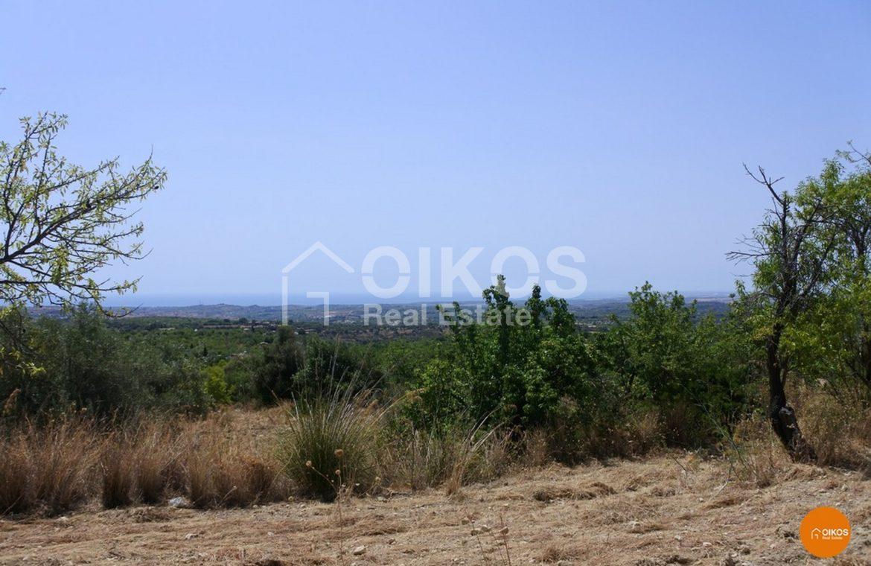 Terreno panoramico con caseggiato in c.da Busulmone
