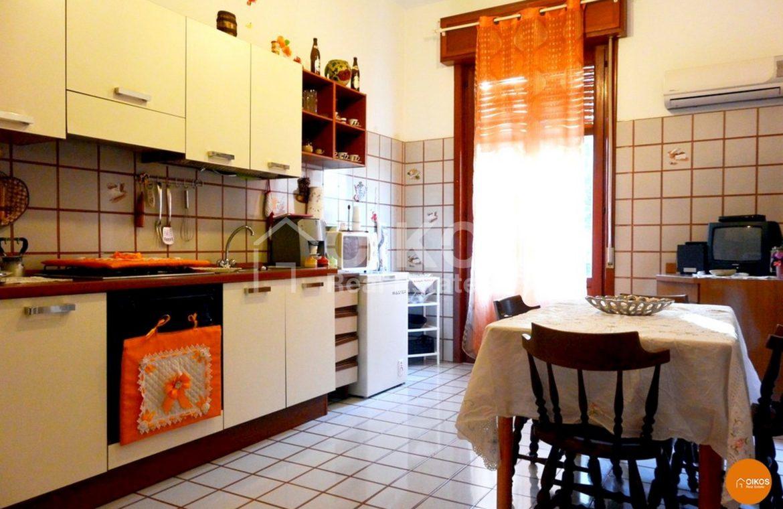 Casa indipendente su due livelli con terrazzo e garage ad Avola 14