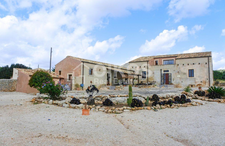 Prestigioso casale siciliano dell'800 05