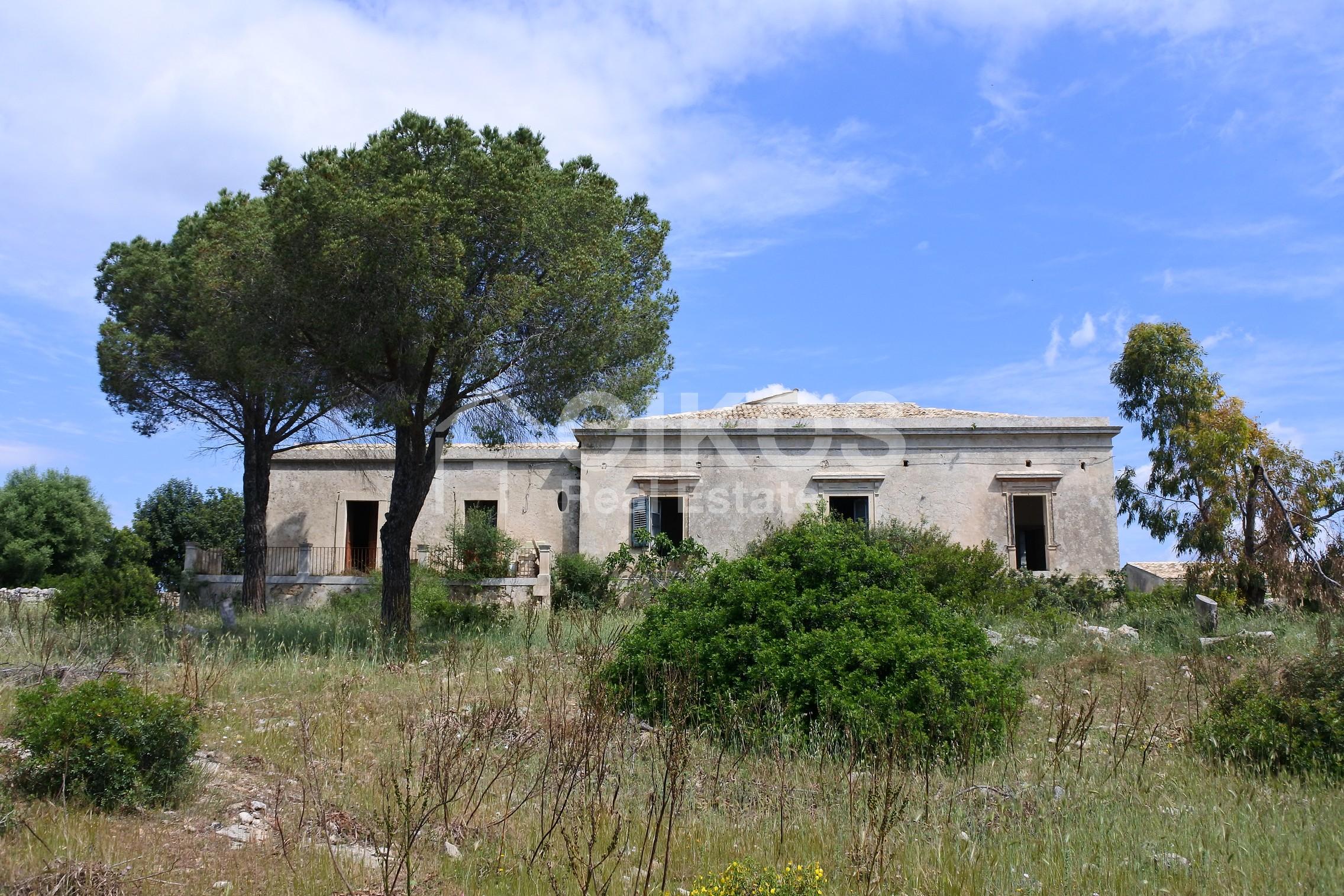 Casale dell'800 nella campagna siciliana 2
