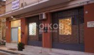 Locale commerciale con vetrine in via Ugo Lago 3