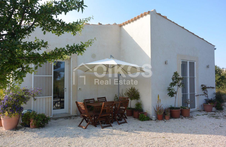 caseggiato con dependance nei pressi di Villa Vela 1