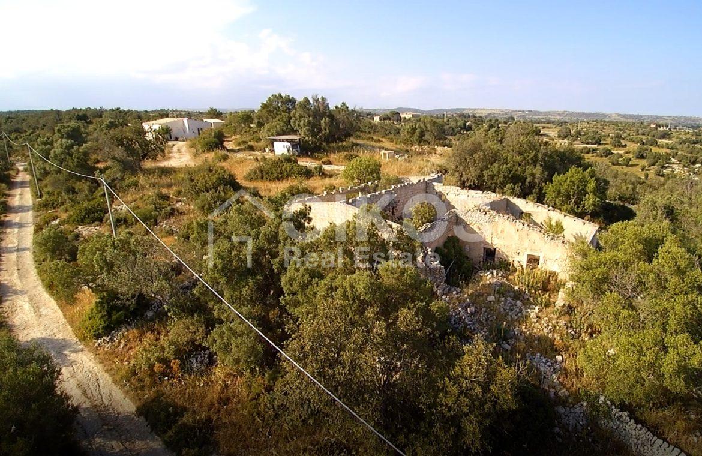 caseggiato con dependance nei pressi di Villa Vela 9