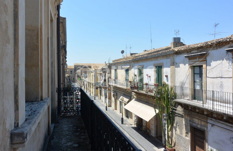 palazzetto storico zona Crocifisso 21