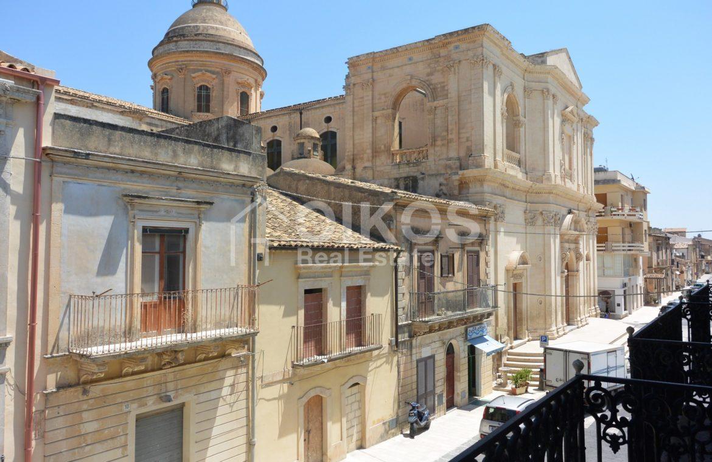 palazzetto storico zona Crocifisso 22