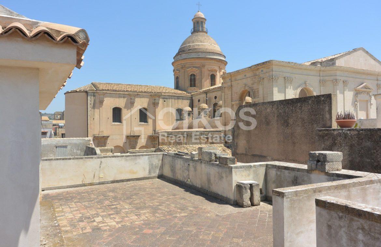 palazzetto storico zona Crocifisso 29