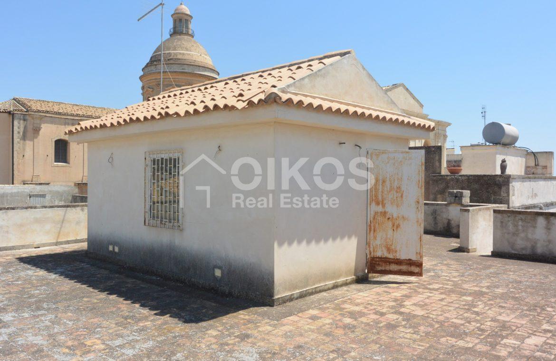 palazzetto storico zona Crocifisso 31