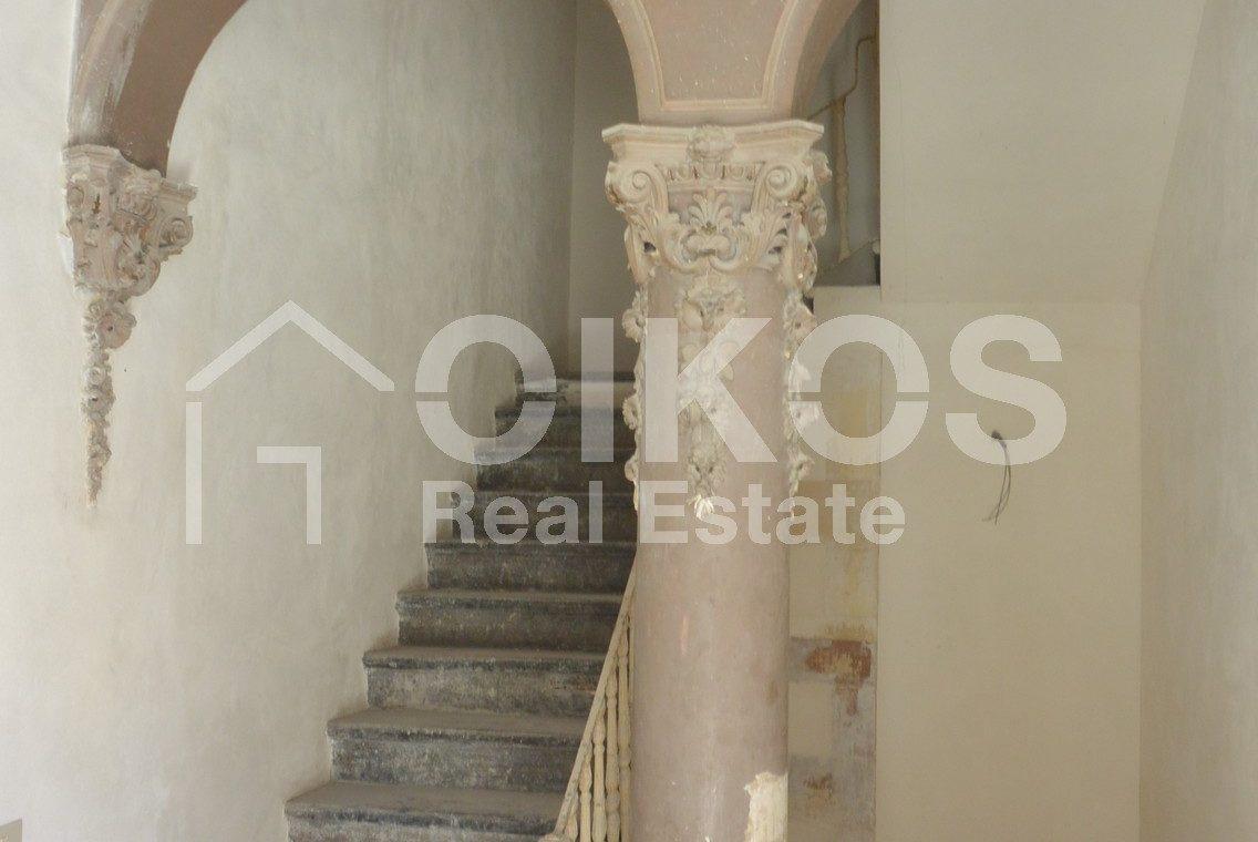 palazzetto storico zona Crocifisso 6