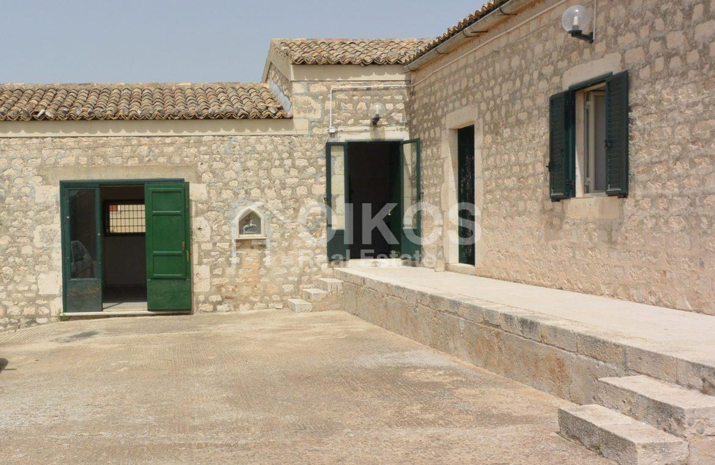 Ampio Caseggiato con vista panoramica 5