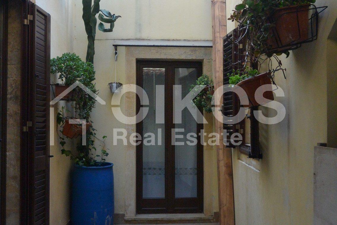 Appartamento ristrutturato in via Aurispa 15