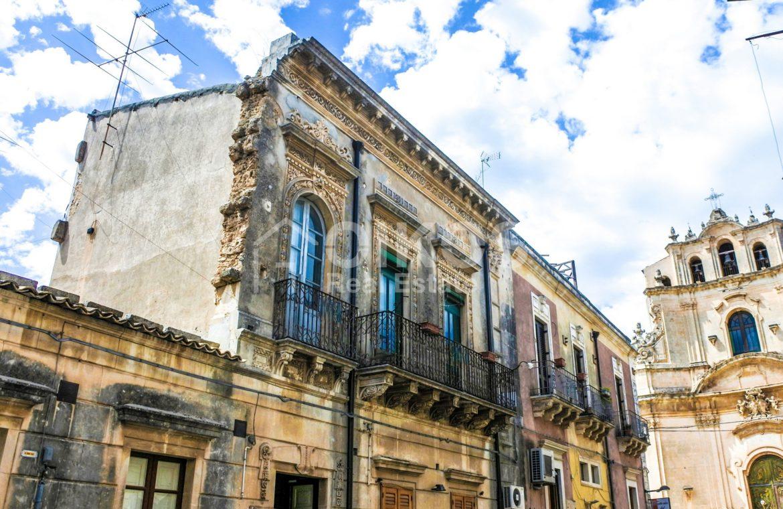 Elegante Appartamento storico in via Ducezio 1