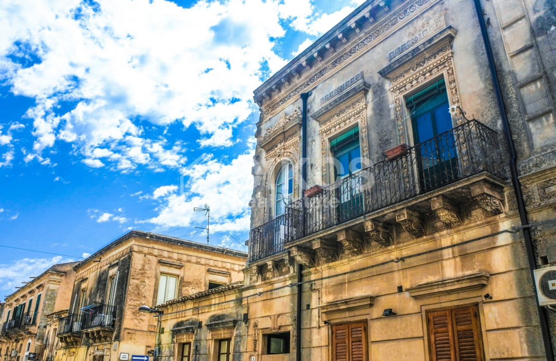 Elegante Appartamento storico in via Ducezio 2
