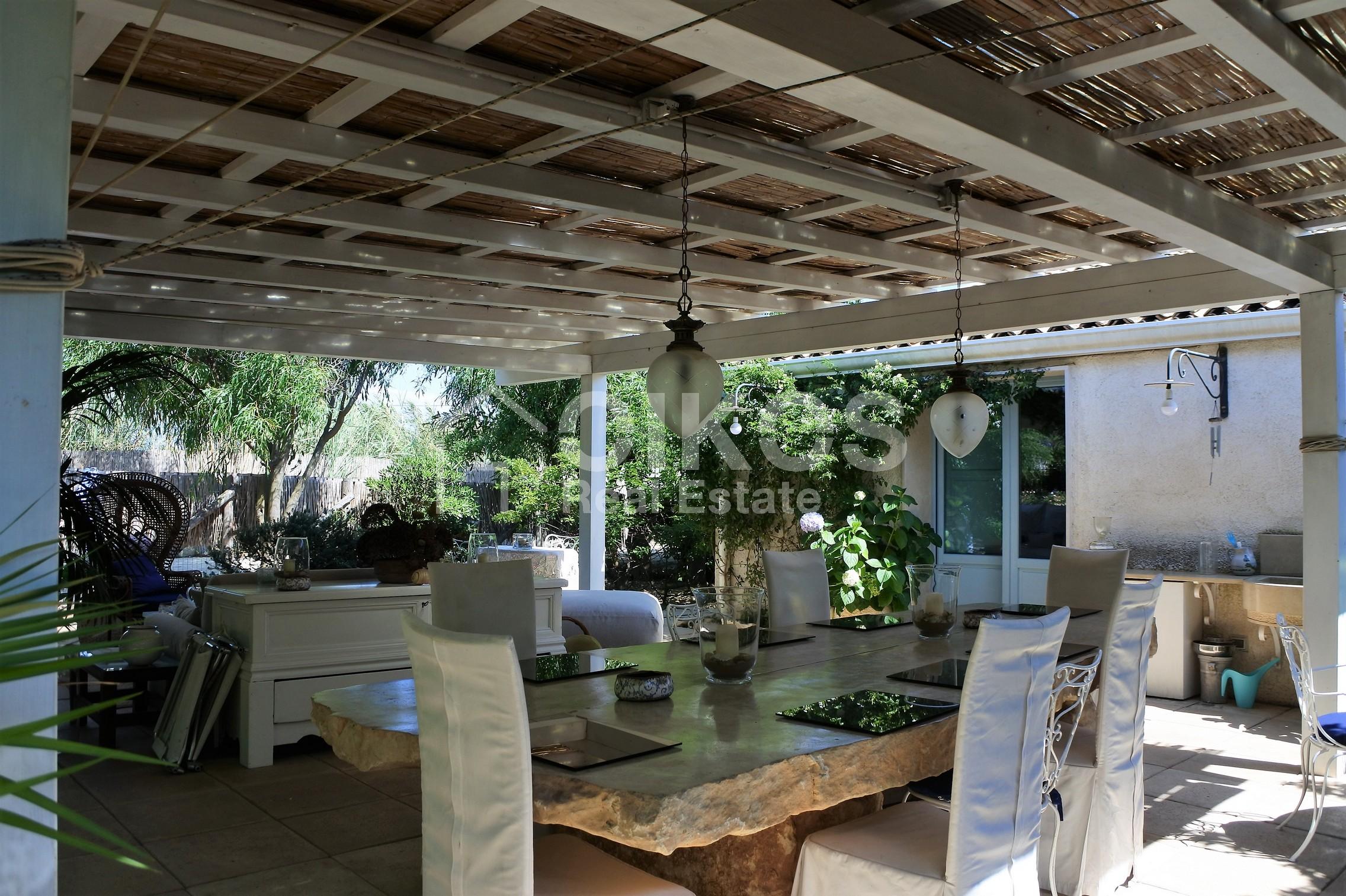 Villa Baia fronte mare con dependance 1