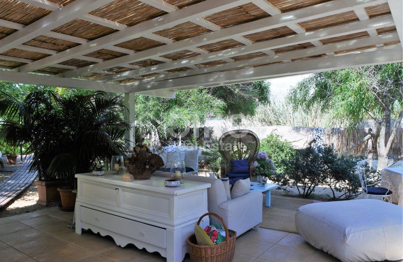 Villa Baia fronte mare con dependance 9