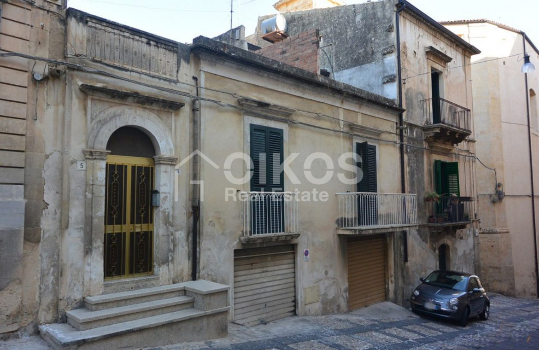 casa liberty con terrazzo, garage e cortile 1