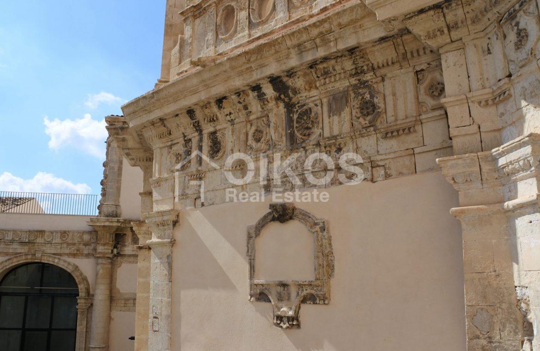 Palazzo dei Padri Crociferi in via Cavour 2