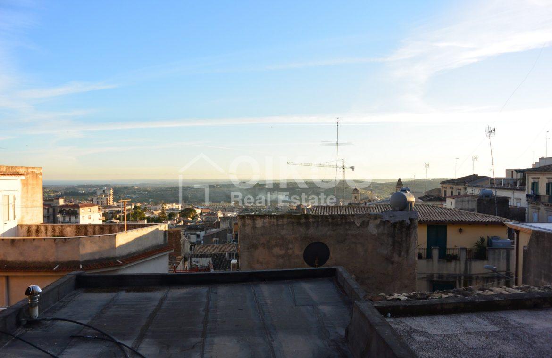 Casa con due terrazzini nel centro storico di Noto 5