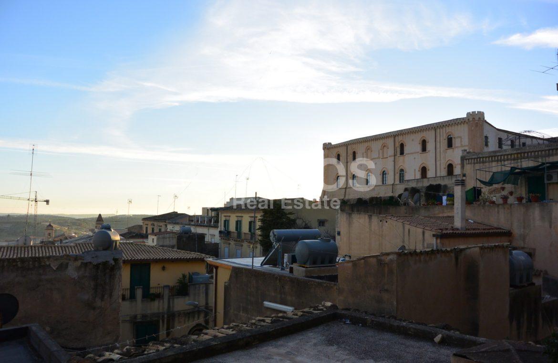 Casa con due terrazzini nel centro storico di Noto 6