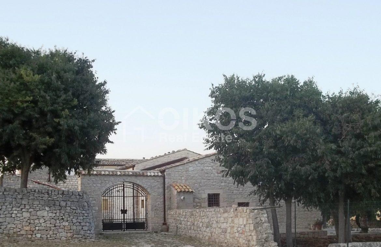 Caseggiato modicano con ampio baglio 2
