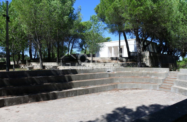 Villa con pineta e piscina (1)