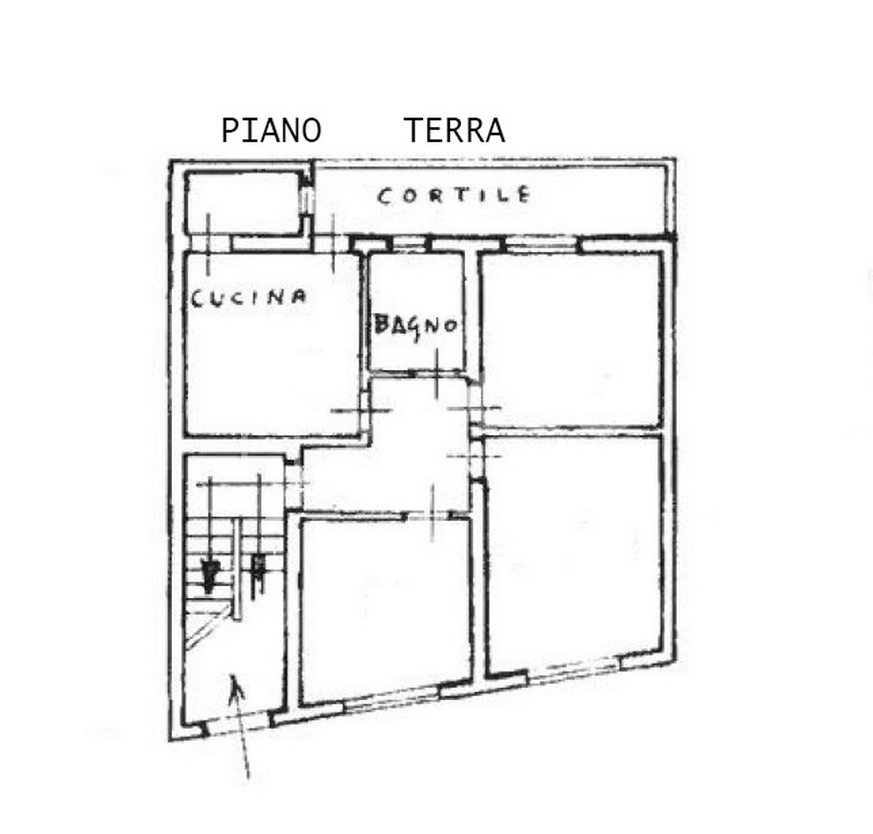 immobile con due unità abitative e terrazzo 22