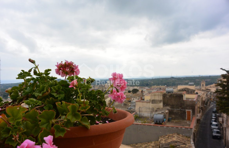 Casa con terrazzo e vista panoramica in via Digione 13