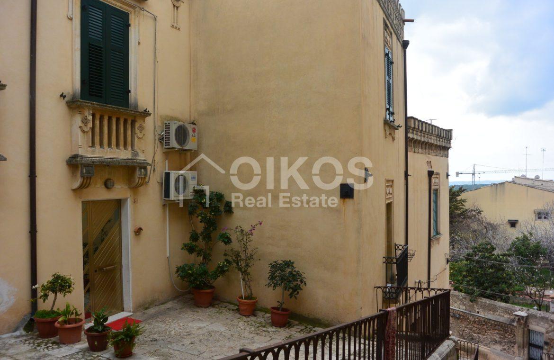Casa con terrazzo e vista panoramica in via Digione 2