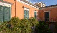 Centralissima casa con ampio terrazzo e giardino 10