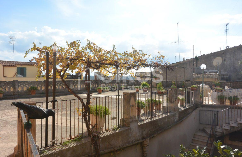 Centralissima casa con ampio terrazzo e giardino 7