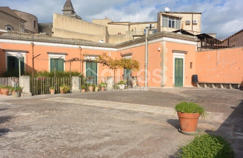 Centralissima casa con ampio terrazzo e giardino 9