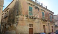 Elegante palazzetto Liberty in zona Crocifisso 2