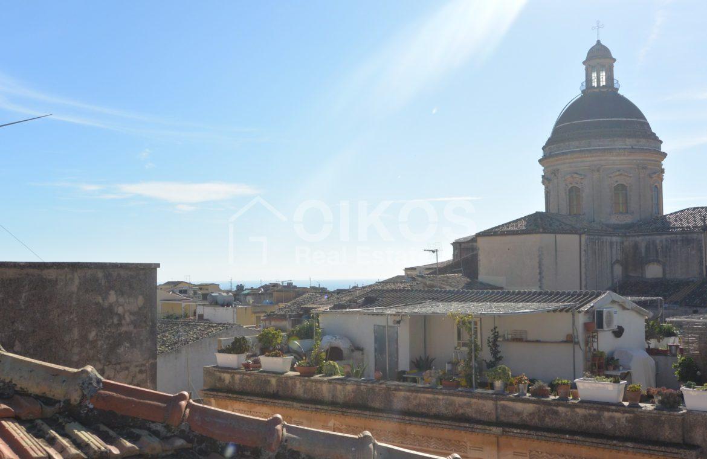 Elegante palazzetto Liberty in zona Crocifisso 22