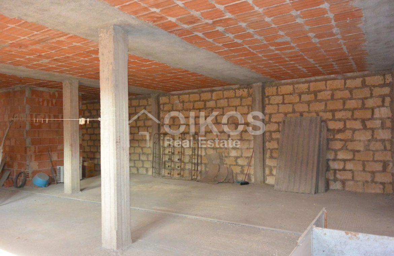 Unità immobiliare su tre livelli con garage e giardino 14
